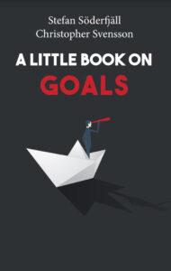 Bokomslaget till A little book on goals av författarna Stefan Söderfjäll och Christopher Svensson. A little book on goals är en del i serien En liten bok som handlar om ledarskap och arbetspsykologins olika delområden.
